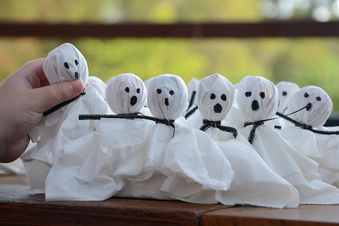 Halloween ghost lollipops