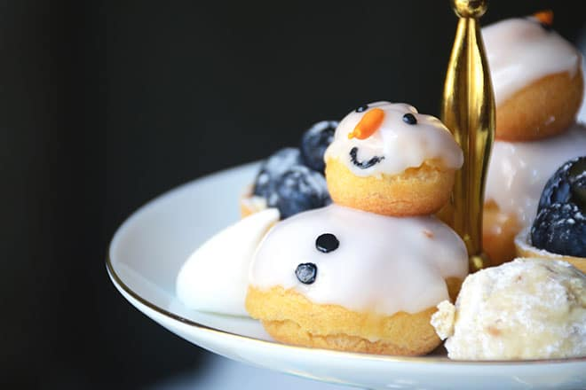 Frosted High Tea Olaf desserts