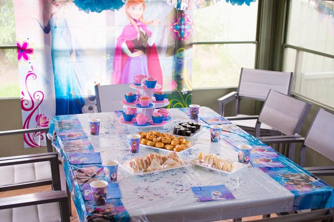 frozen party table layout