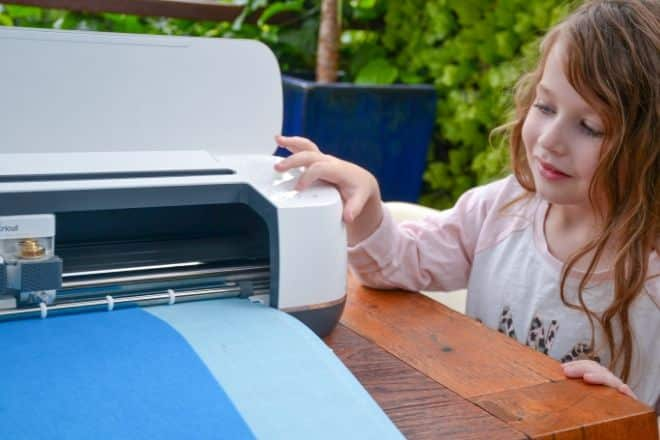 Feeding Felt into the Cricut Maker - Cricut Crafts for Kids